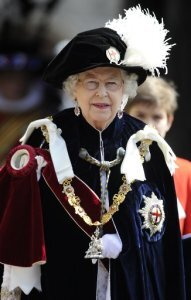"Résultat de recherche d'images pour ""pictures of the queen bestowing honours"""