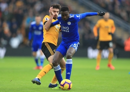 Wolverhampton Wanderers' Ruben Neves and Leicester City's Wilfred Ndidi (right) battle for the ball during the Premier League match at Molineux, Wolverhampton.