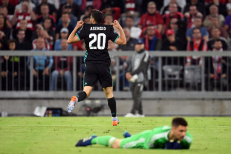 25 April 2018, Germany, Munich: Soccer, Champions League, knockout round, semi-final, first-leg, Bayern Munich vs. Real Madrid. Madrid's Marco Asensio (behind) celebrating the…