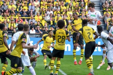 GER, DFL, BL, Borussia Dortmund vs FC Augsburg / 06.10.2018, Signal Iduna Park, Dortmund, GER, DFL, BL, Borussia Dortmund vs FC Augsburg, DFL regulations prohibit any use of…