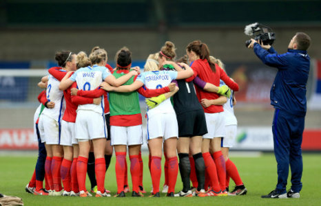 The England players in a team huddle
