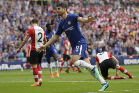 (180423) -- LONDON, April 22, 2018 (Xinhua) -- Chelsea's Alvaro Morata celebrates scoring during the FA Cup semifinal between Chelsea and Southampton at Wembley Stadium in…