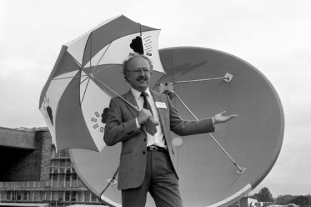 f86221b257 TV weatherman Michael Fish uses the old-fashioned method to see if it's  raining,