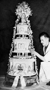 List Of Wedding Gifts Princess Elizabeth : Princess Elizabeth and the Duke of Edinburgh pause on the rustic ...