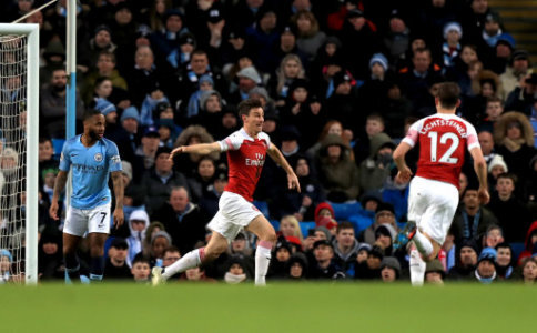 Arsenal's Laurent Koscielny (centre) celebrates scoring his side's first goal of the game