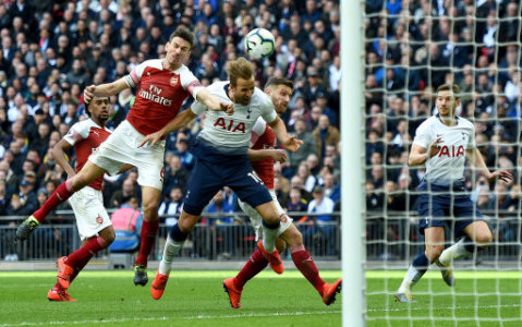 Arsenal's Shkodran Mustafi (right) fouls Tottenham Hotspur's Harry Kane (centre) in the penalty area