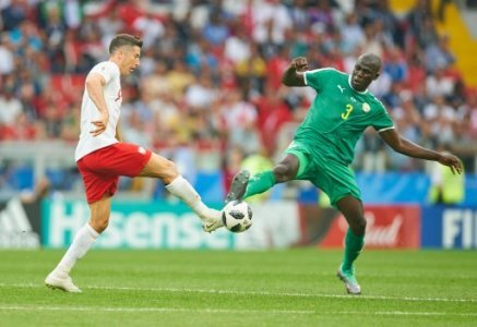 Poland- Senegal, Soccer, Moscow, June 19, 2018 Robert LEWANDOWSKI, Pol 9 compete for the ball, tackling, duel, header against Kalidou KOULIBALY, Senegal Nr.3 POLAND - SENEGAL 1-2…